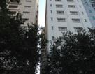 Người đàn ông nước ngoài rơi giữa khe hở 2 khách sạn cao cấp