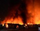 """Hơn 370 người """"chiến đấu"""" với biển lửa bao trùm kho hàng nội thất"""