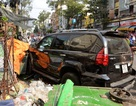 Hàng chục người nỗ lực cứu nạn nhân mắc kẹt dưới gầm ô tô