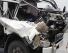 Nỗ lực giải cứu phụ xe mắc kẹt trong ca bin