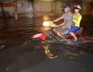 Sau mưa lớn, người Sài Gòn lại bì bõm lội nước