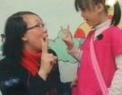 Ứa nước mắt về sự khổ luyện của trẻ em điếc