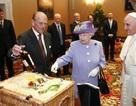 Nữ hoàng Anh được phục vụ thế nào khi du lịch nước ngoài?