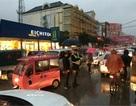 Ảnh che mưa cho cảnh sát giao thông gây sốt