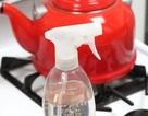 Mẹo dùng giấm tẩy sạch dầu mỡ bám dính trên mặt bếp