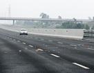 Vàng mã rải đầy trên cao tốc Hà Nội - Hải Phòng