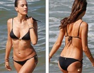 Thiên thần nội y hút hồn với bikini