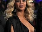 Beyonce khoe vòng một gợi cảm