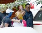 Bố và bà ngoại âm thầm đến tạm biệt Bobbi Kristina