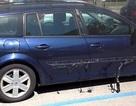 Nắng nóng có thể làm chảy nhựa ốp trên ô tô