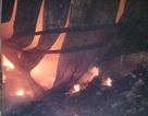 Hơn 1.000 người trắng đêm dập lửa, hàng chục hộ dân phải sơ tán