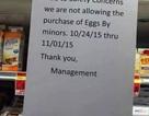"""Vì Halloween """"an toàn"""", không bán trứng cho trẻ vị thành niên"""
