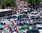 Lái xe chung đường với xe máy, xe đạp: Cần tập trung cao độ
