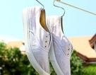 Mẹo nhỏ đánh bay vết bẩn trên giày vải trắng