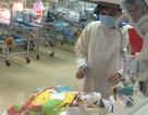 Bé sơ sinh bị đâm vào đầu đã không cần thở máy