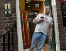 """Đến thăm quán bia nghiêng kỳ lạ nhất nước Anh: Nơi những cốc bia biết """"chạy bàn"""""""