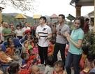 Đoàn từ thiện 'Hoa hậu Người Việt thế giới' tặng quà cho trẻ em vùng cao Lào Cai
