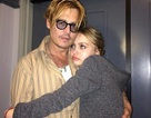 """""""Cướp biển"""" Johnny Depp lo """"ngay ngáy"""" khi con gái càng lớn càng xinh đẹp"""