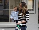 Người đẹp Ý khoe dáng nuột nà khi đưa con gái đi dạo phố