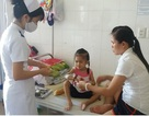 Mẹ kiệt quệ vì chạy chữa bệnh ung thư cho con gái 3 tuổi