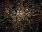 Lạ lẫm một London về đêm nhìn từ vũ trụ