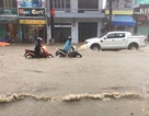 Quảng Ninh bất ngờ mưa lớn, đường ngập nặng, cảnh báo lũ quét