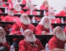"""""""Đột nhập"""" lò đào tạo Ông già Noel lớn nhất nước Mỹ"""