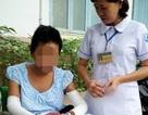 Bé gái bị mẹ tẩm xăng đốt được xuất viện, về sống với cô ruột