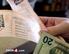 Bất ngờ phát hiện vé số trúng triệu đô trong đống thư cũ