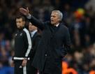 Mourinho chỉ đạo Chelsea từ... khách sạn