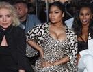 Cô Kim bế bụng, Nicky khoe ngực khủng tại show của Givenchy