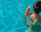 Viết cho các cô gái trẻ ở bể bơi