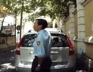 """Camera hành trình """"bắt quả tang"""" nhân viên bảo vệ bẻ gạt nước xe ô tô"""