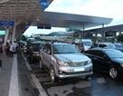 Phạt xe công đỗ sai quy định gây ùn tắc ở sân bay