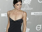 Sao Hollywood - Ngực siêu phẳng vẫn diện váy cổ trễ