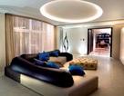 Phòng khách hiện đại và độc đáo với điểm nhấn từ bộ sofa
