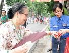 Ấm lòng hình ảnh TNV trao nước, dọn rác sau lễ diễu binh