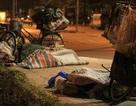 Chùm ảnh: Giấc ngủ của những người vô gia cư trong đêm đông giá rét