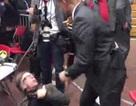 """Mật vụ Mỹ """"bóp cổ"""" phóng viên ảnh trong cuộc vận động của Donald Trump"""