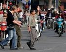 """Khi du khách nước ngoài """"tim đập, chân run"""" sang đường ở Việt Nam"""
