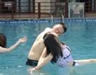 """Thi hôn nhau dưới nước với nhiều tư thế """"khó đỡ"""""""