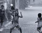 """Nhớ về """"Tuổi thơ dữ dội"""" với những trò chơi ngày mưa bão"""