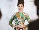 Nguyễn Thị Loan duyên dáng với áo dài trong gala gây quỹ từ thiện