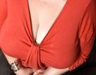 Anh: Suýt chết ở công viên vì ngực siêu khủng nặng 22kg
