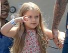 """Vẻ bầu bình dễ thương của """"cô út"""" nhà Beckham"""
