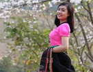 Thiếu nữ Thái e ấp bên hoa ban rừng tháng 3