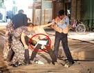 Đoạn video cảnh sát Iraq bắt sống phiến binh IS nhí mang bom tự sát
