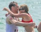 Taylor Swift tung tăng tắm biển cùng bạn trai hấp dẫn