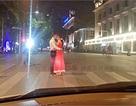 Cô dâu chú rể liều chết chụp ảnh cưới để đời