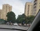 Hà Nội: 40 thanh niên vác dao, kiếm tụ tập giữa phố